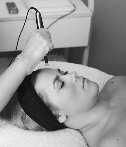 Dermatude meta terapi af ansigt